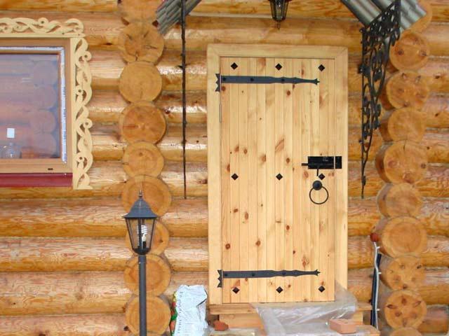Установка входной двери в баню своими руками