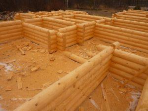 Изготовление сруба из бревна