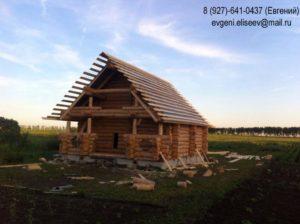 Небольшой дом из бревна под усадку