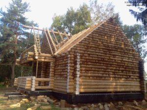 Уютный дом из бревна